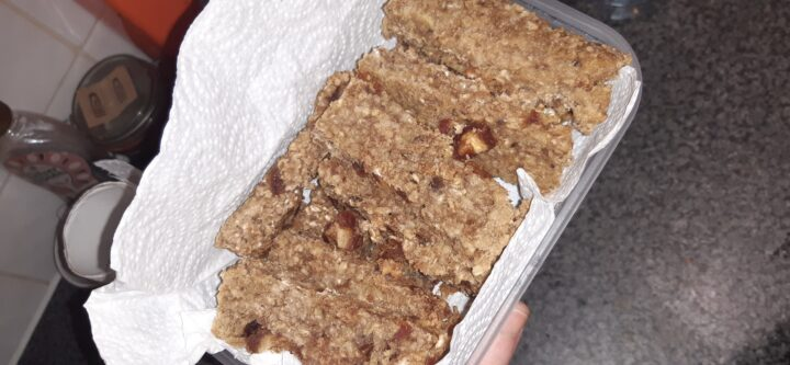 veganised banana date breakfast bars